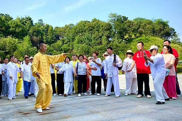 珍珠山辅导站2020集体练拳启动仪式在珍珠山公园举行
